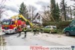 Baum über Fahrbahn - Sturmtief Niklas