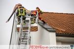 Dachteile drohen zu fallen - Sturmtief Niklas
