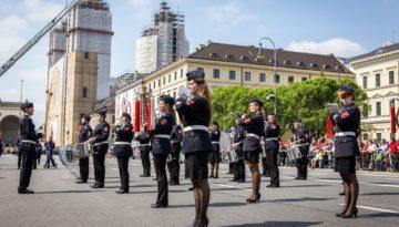 firetage_parade_03